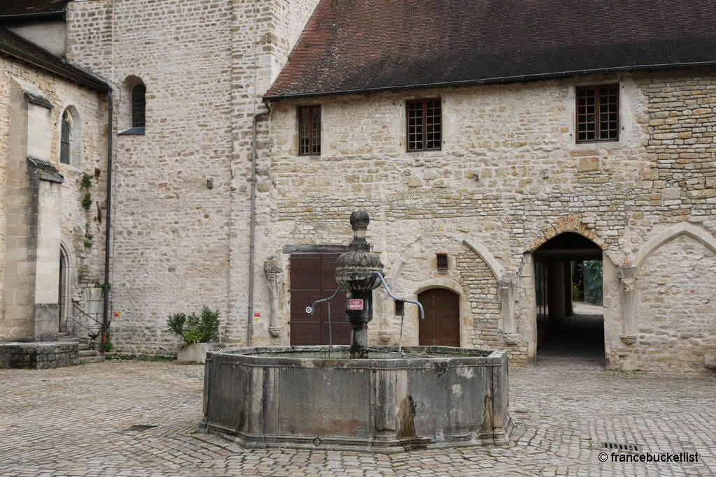 Abbey of Baume - Courtyard